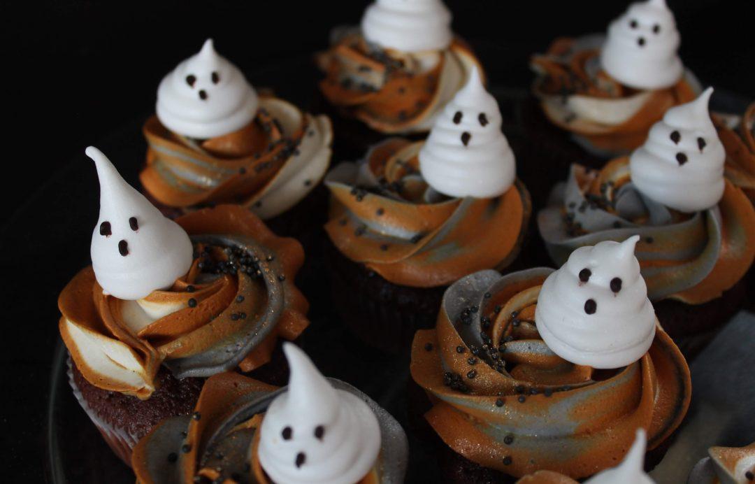 Opskrift på nemme Halloween muffins med vaniljefrosting