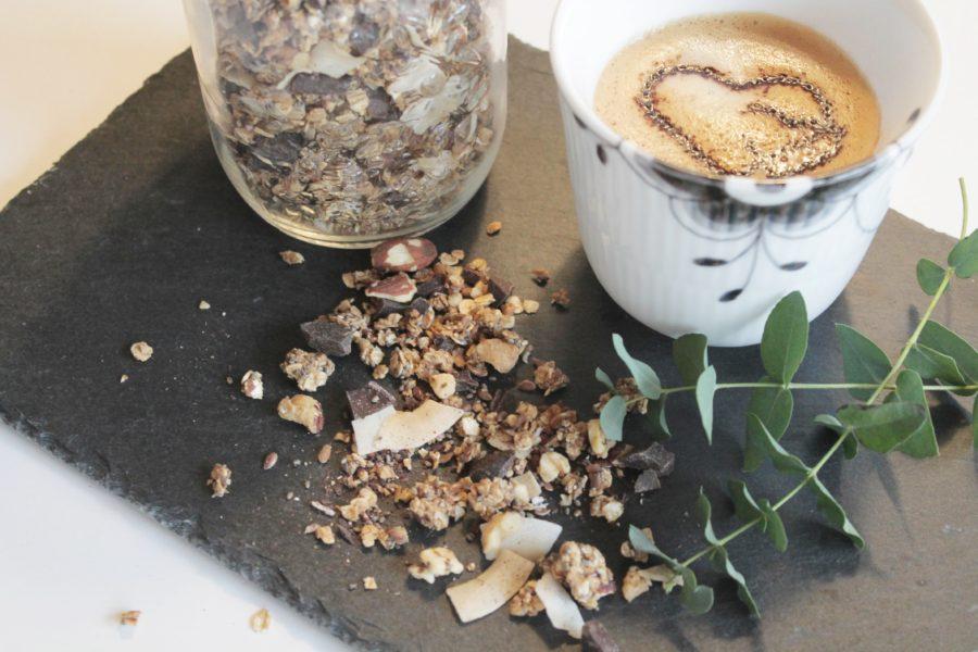 Müsli med mørk chokolade, kokos og kaffe.