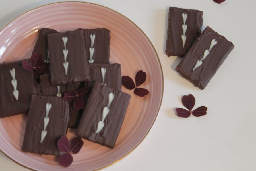 Hjemmelavet daim chokolade, total ynglingschokolade - Bywarberg.dk