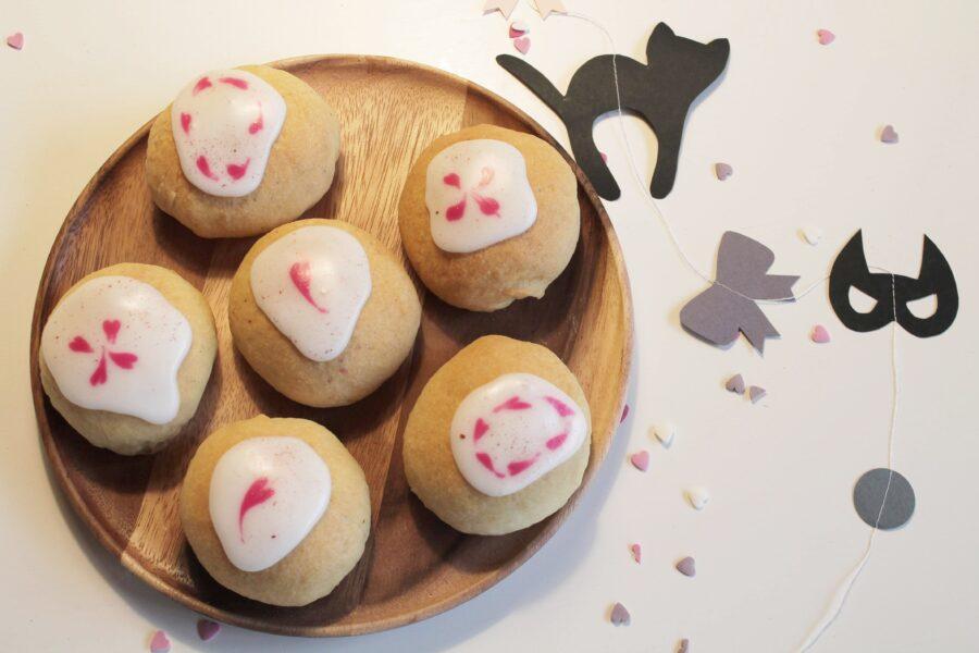 Store lækre fastelavnsboller med marcipan og chokolade