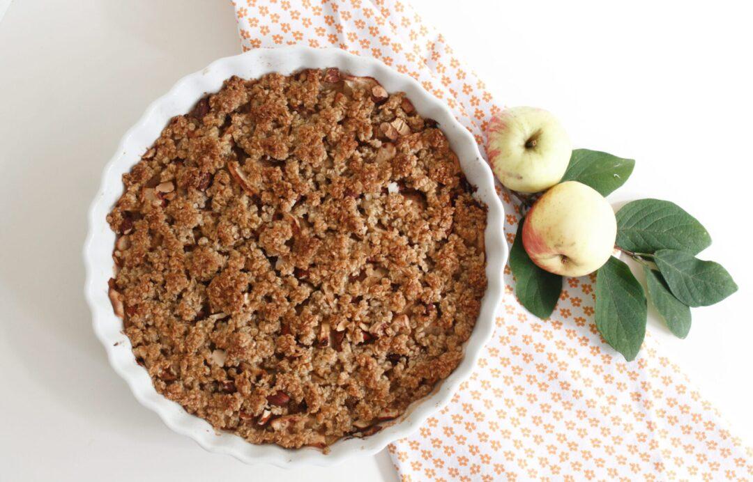 Lækker æblecrumble i en sundere udgave.